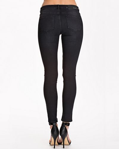 BLK DNM slim fit jeans till dam.