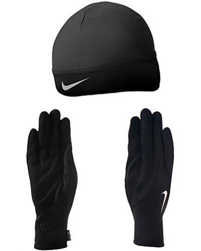 Till dam från Nike, en svart mössa.