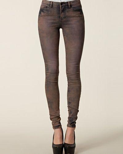 Till dam från Vero Moda, en lila slim fit jeans.