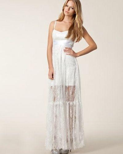 0a498560622a Till tjejer från Ida Sjöstedt For Nelly, en vit studentklänning.