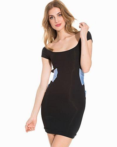 Miniklänning Wrap Back Strap Mini Dress från Quontum