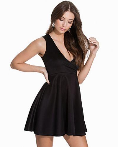 Wrap Flare Dress NLY One festklänning till dam.