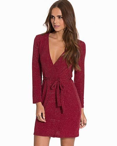 Klänning Wrapped Sparkling Dress från NLY Trend