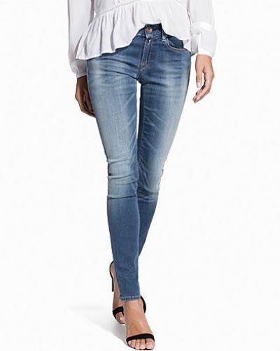 Till dam från Replay, en blå straight leg jeans.