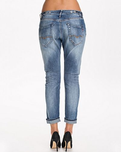Lila boyfriend jeans från Replay