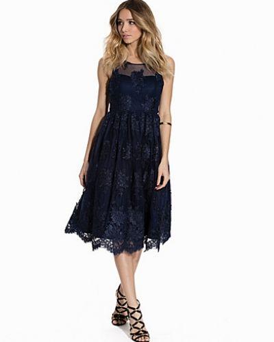 Blå klänning från Studio 75 till dam.