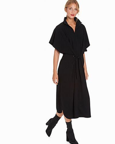 Oversizeklänning Zip Collar Belt Dress från Filippa K