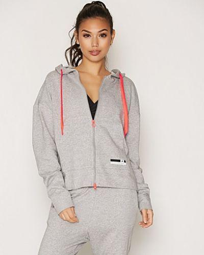 Till dam från adidas StellaSport, en grå sweatshirts.