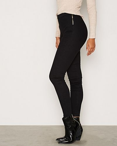 Till dam från Miss Selfridge, en svart slim fit jeans.